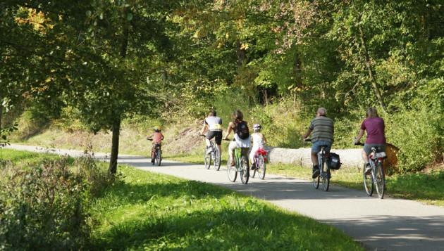 MarBlog_2014_03_Mar_Event_Tour_de_Lure_FamilyCyclingPavedPath